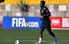 Fred trở lại, lê bước nặng nhọc trong buổi tập của Brazil
