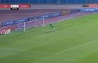 Thủ môn Ai Cập tái hiện pha cứu thua thần sầu của Joe Hart với M.U 11 năm trước