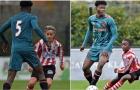 Ảnh độc đáo: Cầu thủ 14 tuổi của Ajax to gấp đôi đối thủ