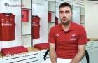 Sokratis làm gì trong ngày đầu tiên ở Arsenal?