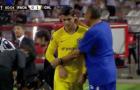 Morata tỏ thái độ chống đối Sarri ngay trên đường biên
