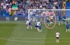 'Hàng tiền vệ của Chelsea đã sụp đổ'