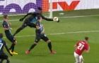 Cho Man Utd 'hưởng lợi', trọng tài đã đúng hay sai?
