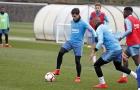 Sau khi trở thành tâm điểm chỉ trích, Suarez biến mất ngày Barca trở lại