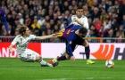 Đây, hành động không tưởng của đương kim 'Quả bóng vàng' với Messi ngày đối đầu