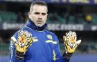 Thủ môn Chievo đeo găng tay hổ dữ để tưởng nhớ Astori