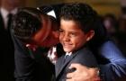 Ronaldo lập hat-trick, con trai vẫn đi nhảy hồ