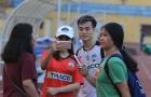 Văn Toàn, Xuân Trường, Văn Thanh bị cổ động viên 'vây hết đường về'