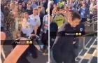 Nóng! Fan Man City tấn công Gary Neville trong ngày PL hạ màn