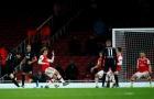 Cựu sao Arsenal: 'Ozil nên ném thân mình vào pha bóng đó'