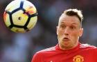 Fan Man Utd phản ứng thế nào khi thấy Phil Jones ghi bàn?