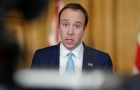 Bộ trưởng Bộ Y Tế Anh: 'Phơi nắng là làm trái luật'