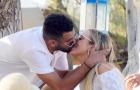 Riyad Mahrez tình tứ khóa môi bạn gái trong kỳ nghỉ