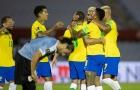 Sao Man Utd ăn thẻ đỏ, Uruguay bị Brazil quật ngã trên sân nhà
