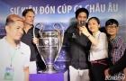 Ronaldinho thân thiện 'đốn tim' fan nữ Việt Nam