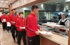ĐT Việt Nam dùng bữa nhẹ trước buổi tập đầu tiên trên đất Hàn Quốc