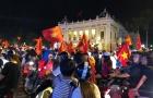CĐV Việt Nam xuống đường ăn mừng chiến thắng