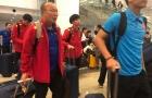 Xuân Trường đội mũ lưỡi trai cực hot, thầy Park ký tặng fan tại sân bay