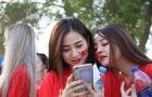 Fan nữ Việt cháy hết mình 'tiếp lửa' ĐT Việt Nam trên đất UAE