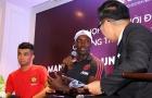 Dwight Yorke tin Man United hạ Tottenham, Việt Nam sẽ dự World Cup