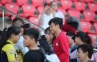 'Nuông chiều' fan nữ Sài thành, 'thanh niên cứng' Bùi Tiến Dũng suýt muộn xe