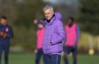 Spurs tập luyện, Mourinho có hành động hiếm thấy với các học trò