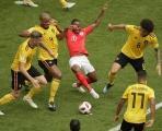 """Sterling bị """"bủa vây"""" như Messi; Harry Kane tiếp tục """"tàng hình"""""""
