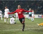 Chơi như thể mùa Đông không lạnh, Mkhitaryan góp công lớn đưa M.U vào vòng trong
