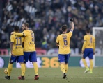 Nhà vua nhẹ nhàng vượt ải, Juventus tiệm cận ngôi đầu