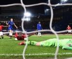 Rũ bùn đứng dậy, Quỷ đỏ 'bay giữa ngân hà' Stamford Bridge