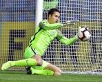 Đấu Malaysia, thủ môn Việt kiều Filip Nguyễn 'đốn tim' người hâm mộ bằng tin cực vui