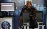 Neymar với vẻ mặt đau đớn khi trở lại PSG!