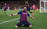 Vượt mặt huyền thoại Kubala, Suarez vinh dự khắc tên vào lịch sử Barca