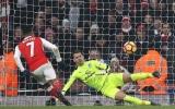 Sanchez panenka, Arsenal thoát hiểm đúng phút cuối