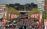Rừng người ồ ạt đổ về Wembley chờ đại chiến giữa Arsenal và Man City