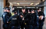 Ám ảnh khủng bố, cảnh sát được trang bị 'tận răng' tại Wembley