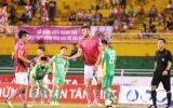 """Ngoại binh """"giành"""" đá phạt đền với đội trưởng Sài Gòn FC"""