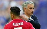 'Vừa đấm vừa xoa' Sanchez, Mourinho có ý đồ gì?