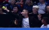 Đi xem tennis, Ronaldo có hành động dậy sóng