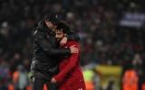 Alisson phản xạ xuất thần, Liverpool nghẹt thở ghi tên vào vòng knock out