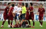 Sau 14 năm, Rooney tiết lộ gây sốc về cú nháy mắt 'để đời' của Ronaldo
