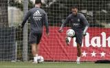 Real trước trận ra quân: Hazard tập riêng, Ramos khoe bắp chân lực sĩ