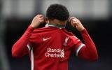 CHOÁNG! Kinh hoàng ập đến Thiago, sao Liverpool thất kinh quỳ sụp xuống sân
