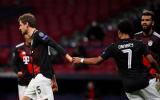 Vào sân từ ghế dự bị, Muller đẩy Atletico Madrid vào cửa 'sinh tử'