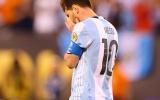 Vì sao thế giới sẽ yêu sai lầm của Messi hơn hat-trick của Ronaldo?