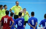 HLV Miguel Rodrigo 'truyền lửa' học trò trước trận đấu futsal Thái Lan