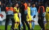 Vào sân từ băng ghế dự bị, Hazard gặp rắc rối với các cổ động viên