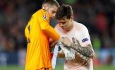 CĐV Man Utd: 'Gia hạn ư? Đúng là xấu hổ'