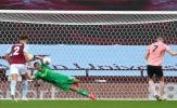 """NHM Man Utd """"phát điên"""" với pha cản phá penalty của Martinez"""