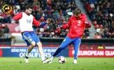 Chùm ảnh: Diego Costa đối đầu này lửa với Pique trên... sân tập